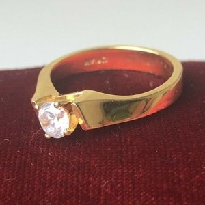 Avon Goldtone Solitaire Ring Size 7.5